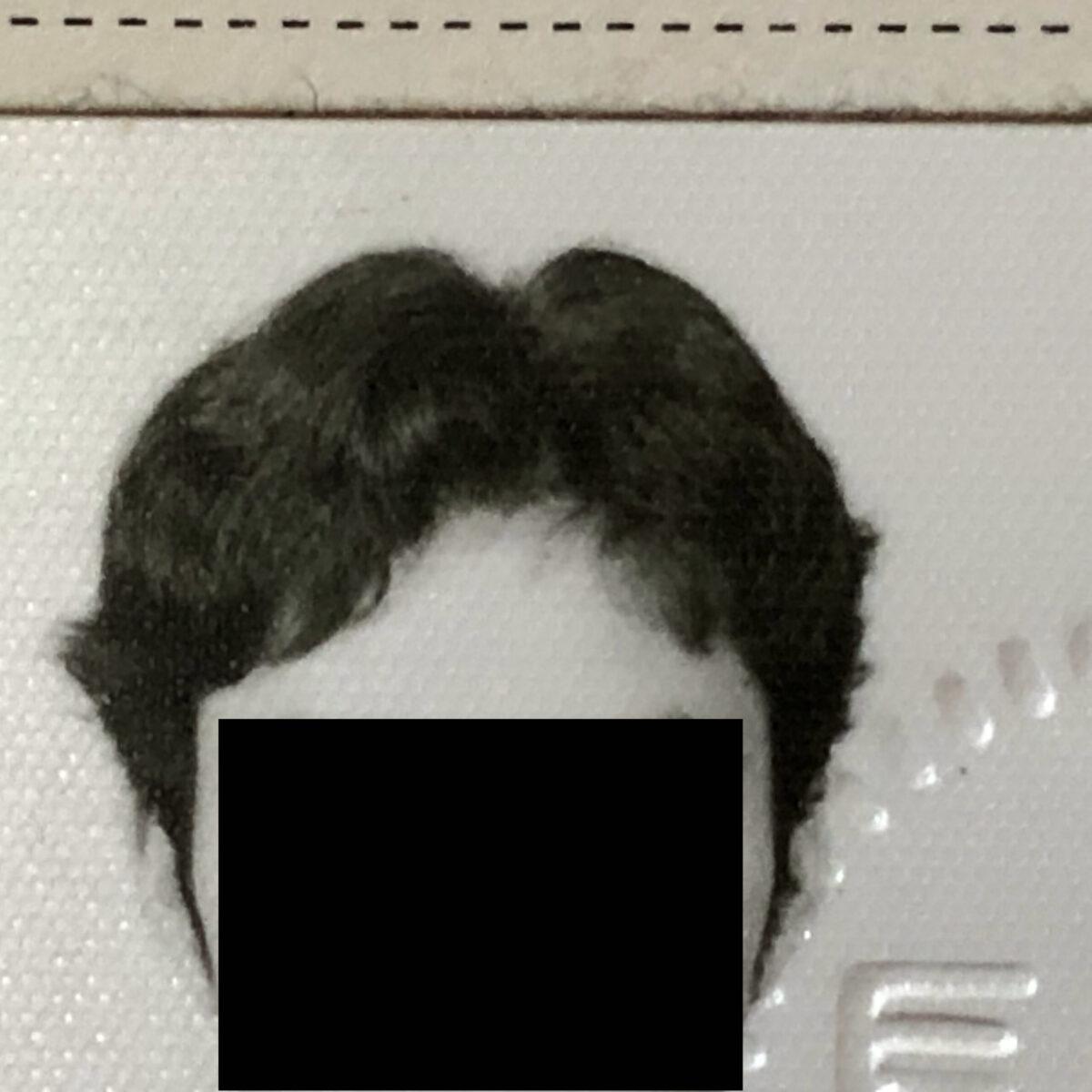 縮毛矯正をかけ始める前の高校生の頃の写真です。しっかりブローしててもこれが限界です。
