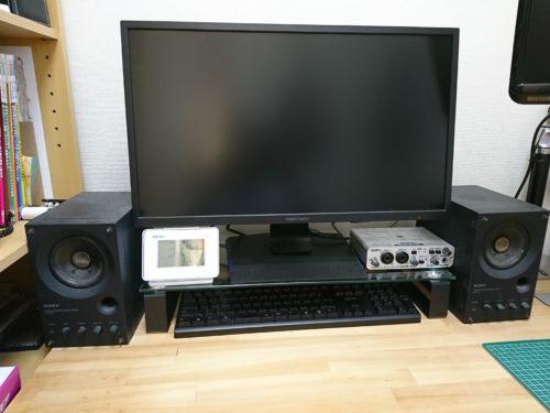 OWL-TGDESK02-BKを設置しました。視点がちょっと上にずれますがテーブル周りはスッキリ。