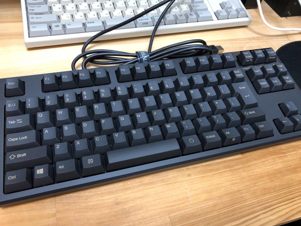 REALFORCE(R2TL-JP4-BK)の全体写真。写真では質感が伝わらないですが、ThinkPadの天板のような柔らかい質感です。
