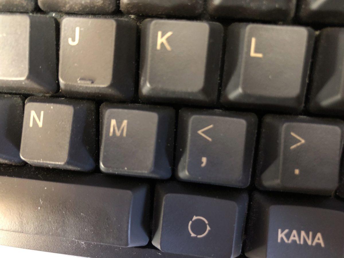 半年程度使用したREALFORCE(R2TL-JP4-BK)。レーザー印刷のため「K」「M」の印字が薄くなり始めています。