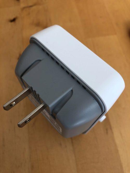 WEX-1166DHPSのコンセントとの接続部分。プラグは固定されているので本体に収納できません。