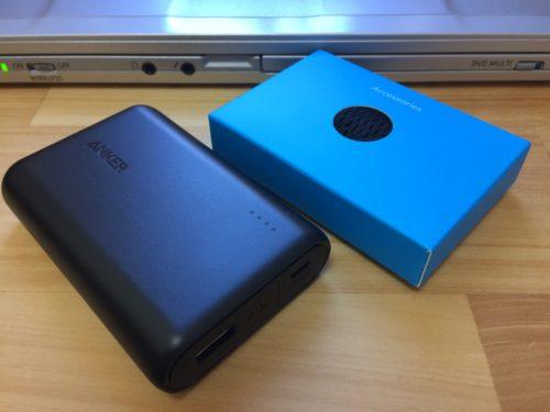 Anker PowerCore 10000を箱から出したところ。本体以外の付属品は青い箱に一式入っているようです。