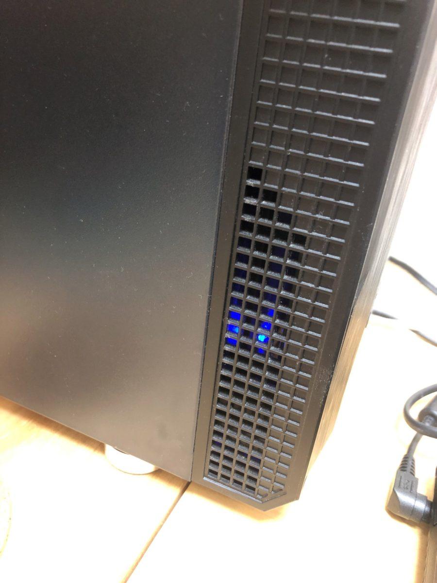 ANTEC P5のフロントパネルの隙間にHDDLEDを仕込んで光らせてみました。