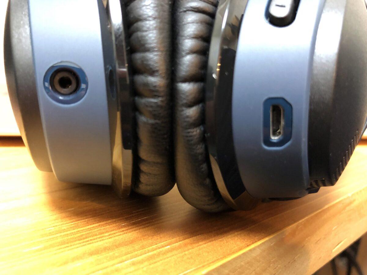 Bose SoundLink around-ear wireless headphones IIの外部接続部分。充電はMicroUSBなのが残念