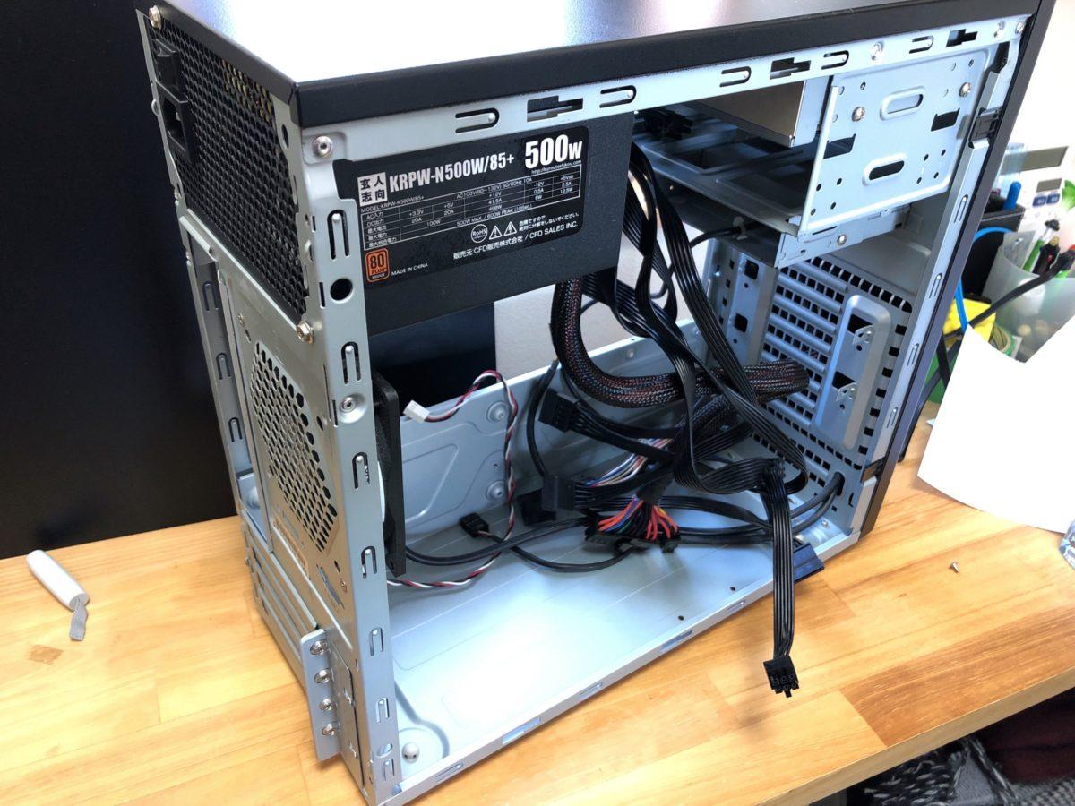 FRONTIER GXシリーズ(FRGX815K/KD)のケース。BTOのPCも部品を全て取ってしまえば普通のPCケースに。