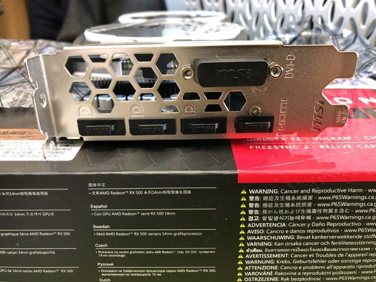 「MSI Radeon RX 570 ARMOR 8G J」の外観です。HDMIが一つ、DPが3つ、DVIが一つという構成です。