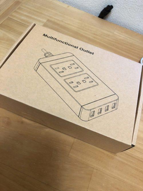 格安の電源タップ。USB出力が不十分で充電できず。ACコンセント部分はちゃんと使えました。あとうっすらLEDで内部が光ります。